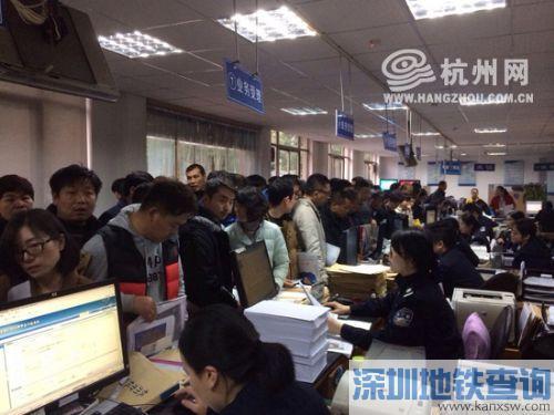 近期新车上牌较多 杭州交警提醒车主可尽量避开高峰期