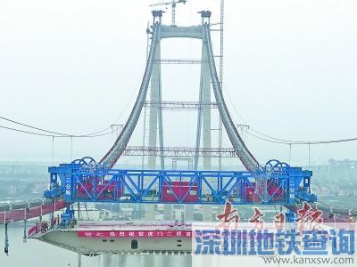 虎门二桥大沙水道桥首片钢箱梁吊装成功架设 是世界最宽悬索桥