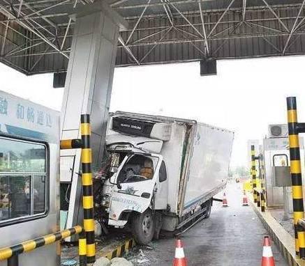 这7种交通事故千万不可私了 轻微事故可用快撤易赔
