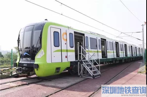 成都地铁轨道交通8号线列车正式亮相